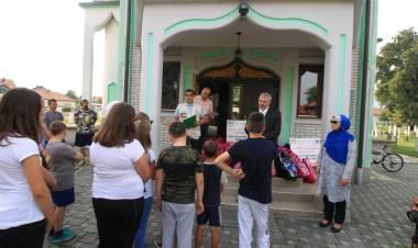 IZ osigurala torbe i školski pribor za povratničku djecu