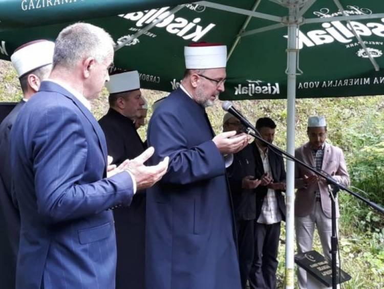 Polaganje kamena temeljca za džamiju na Ajvatovici i podizanje zastava zemalja učesnica